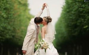 recien-casados,-beso,-ramo-173719